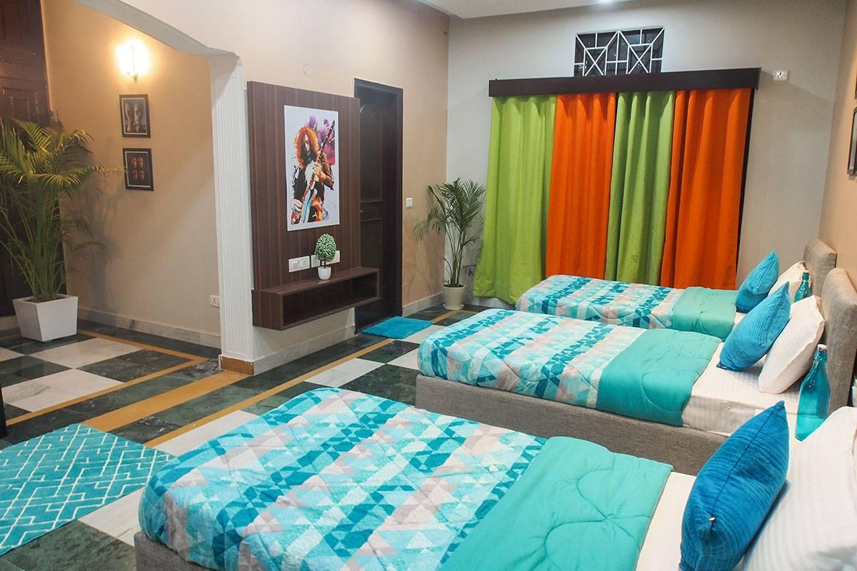 WELL FURNISHED BEDROOMS